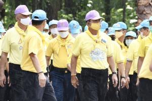 นายกฯ ฝ่าฝนนำปลูกป่าและป้องกันไฟป่า ถวายความภักดีพร้อมกันทั่วประเทศ นำร่องที่เชียงใหม่ ตั้งเป้า 2.68 ล้านไร่