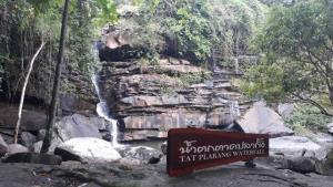 พี่น้องม้งน้ำจวงร่วมปลูกป่าพัฒนาน้ำตกตาดปลากั้ง เตรียมเปิดเทศกาลเที่ยวซาปาเมืองไทยปลายฝนนี้