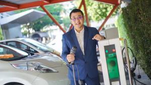 เปิดมุมมอง ประเด็นรถไฟฟ้ากับ  ดร.ยศพงษ์ ลออนวล นายกสมาคมยานยนต์ไฟฟ้าไทย ก่อนอำลาตำแหน่ง