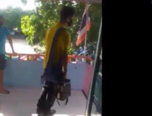ครูโหด!! ทำโทษนักเรียนโดยใช้เท้าเตะ ตีเข่า และตบต่อหน้าเพื่อนทั้งห้อง