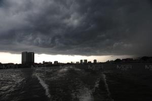 ระวังอันตราย! ตะวันออก-กลาง-ใต้ ฝนตกหนัก ซัด กทม.ร้อยละ 60 เตือน 27-30 ก.ค. มรสุมกำลังแรงกระหน่ำ