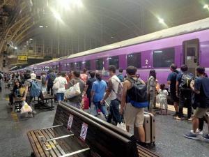 เริ่มกลับสู่ปกติ! ผู้โดยสารรถไฟ-รถไฟฟ้า ทะลุ 1.1 ล้านคน