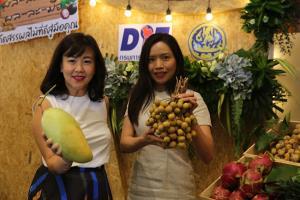"""กรมการค้าภายใน จับมือ เซ็นทรัล ช่วยเกษตรกรช่วง โควิค 19 จัดงาน """"ผล-ละ-ไม้ ผล-ละ-มือ"""" รณรงค์คนไทยอุดหนุนผลไม้ไทย"""