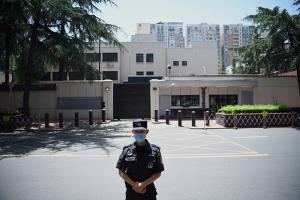 จีนเข้าควบคุม 'สถานกงสุลใหญ่สหรัฐฯ' ในเฉิงตูเรียบร้อยแล้ว ตอบโต้กรณีถูกสั่งปิดกงสุลที่ฮิวสตัน
