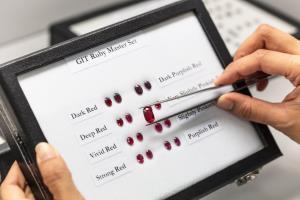สถาบันอัญมณีฯ ดันผู้ประกอบการใช้บล็อกเชน ตรวจสอบแหล่งที่มาพลอยสี