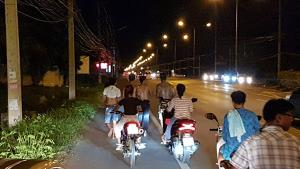 4 หนุ่มเมืองชะอำจับได้ใบดำ วิ่งแก้บนเท้าเปล่ากลับบ้าน 20 กิโล
