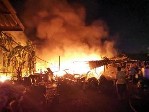ไฟไหม้อู่ซ่อมรถปากท่อ ลามเผาเครื่องเสียงรถยนต์ลูกค้าวอดนับล้านบาทกลางดึก