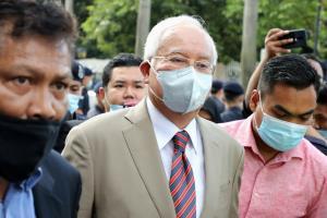 """In Clip: """"นาจิบ"""" ถูกศาลสูงมาเลเซียตัดสินจำคุก ฐานแอบดูดเงิน 42 ล้านริงกิตจากองทุน 1MDB อ้างเป็นเงินบริจาคราชวงศ์ซาอุฯ"""