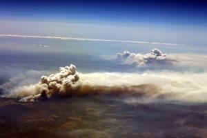 ภาพทางอากาศเผยควันพวยพุ่งจากไฟป่าที่หุบเขาริชมอนด์ นิวเซาท์เวลส์ เมื่อช่วงปลายปี ค.ศ.2019 (AFP / Saeed Khan)