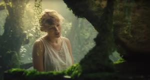 เทย์เลอร์ สวิฟต์ ใน MV เพลง cardigan อัลบั้ม Folklore
