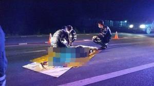 สุดสลด! สาวบางระกำจอด จยย. กระโดดตัดหน้ารถกระบะชนตูมร่างกระเด็นเสียชีวิตคาที่