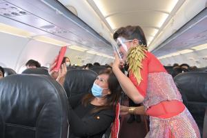 """แข่งดุ! ไทยเวียตเจ็ทอัดโปรฯ 5 บาทบินทั่วไทย """"หญิงลี"""" โผล่เซอร์ไพรส์เที่ยวปฐมฤกษ์ขอนแก่น"""