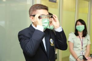 ทรูพัฒนาแว่น  AR Glass (YEyes) ซึ่งช่วยเพิ่มประสิทธิภาพในการให้บริการผู้ป่วยระยะไกล