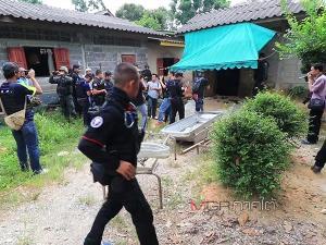 แฟ้มภาพ - เจ้าหน้าที่เข้าตรวจสอบสถานที่เกิดเหตุกราดยิงชาวบ้านเสียชีวิต 5 คน ที่หมู่ 4 บ้านตือโล๊ะดือลง ต.ตาเนาะปูเต๊ะ อ.บันนังสตา จ.ยะลา เมื่อวันที่ 11 มิ.ย.61