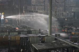 """เพลิงไหม้ผับดังกลางเมืองสุราษฎร์ฯ วอดกว่า 25 ล้าน เหตุอ๊อกเหล็กเตรียมเวทีรับคอนเสิร์ต """"วงแคลช"""""""