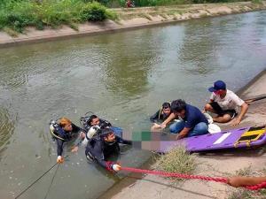 แม่ลูกขับกระบะตกคลองชลประทานกาญจนบุรีดับทั้งคู่ จมน้ำอยู่ข้ามวันจึงมีคนพบศพ