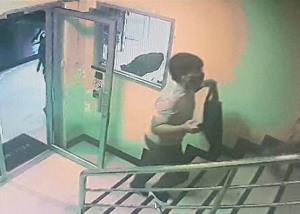 คนร้ายฆ่าปาดคอคนดูแลอพาร์ตเมนต์ชิงทองคำในตัวรวม 6 บาท หลบหนี