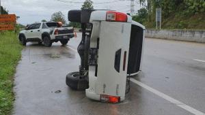 ระวัง! ชายแดนแม่สอดฝนตกหนักถนนลื่น วันนี้รถพลิกคว่ำระนาว 6 จุดแล้ว