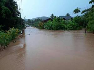 """พิษซินลากู..ฝนถล่มน้ำป่าซัดถนนเชียงใหม่-เชียงราย ขาดซ้ำ """"น่าน"""" จมบาดาลแล้วหลายหมู่บ้าน"""