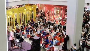 เจออีก! ห้างชื่อดังเมืองระยองจัดมินิคอนเสิร์ตทำวัยรุ่นแน่น มาตรการเว้นระยะห่างล้มเหลว