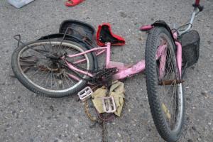 สยอง! รถบัสทับยายวัย 68 ปี ขณะขี่จักรยานซื้อกับข้าว กลางแยกไฟแดงอ่างทอง