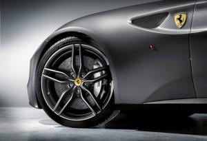 """ทำความรู้จักกับ 5 เรื่องของ Ferrari FF รถยนต์ที่ """"บอส อยู่วิทยา"""" ใช้ตอนเกิดอุบัติเหตุ"""