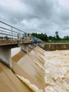 """""""ส.ว.สังศิต"""" เสนอเร่งสร้างฝาย ก่อนหมดฝน หนุนประชาชนมีส่วนร่วมบริหารจัดการน้ำ"""