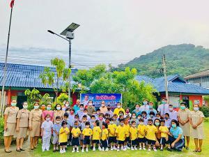 """""""เจือ ราชสีห์"""" ลุยเยี่ยม 2 โรงเรียนใน ต.เกาะยอ อ.เมืองสงขลา ทำโครงการ """"เปิดโลกกว้าง สร้างรอยยิ้ม"""""""