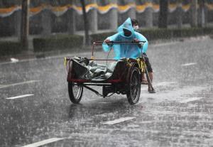 อุตุฯ เตือน มรสุมกำลังแรงทำทั่วไทยฝนตกหนัก ระวังน้ำป่า-น้ำท่วมฉับพลัน กระหน่ำกรุงร้อยละ 60