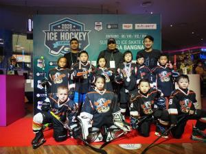 """""""ปอร์เช่"""" จิรัฎฐ์ ไอซ์ฮอกกี้วัย 5 ขวบ สร้างชื่อแบกอายุ ร่วมทีม ยังดั๊ก จูเนียร์"""" คว้าเหรียญทองแดง """"Bangkok Youth Ice Hockey 2020"""""""