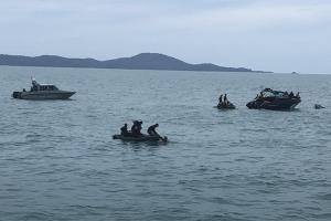 ไม่พบร่างผู้สูญหายในตัวเรือเฟอร์รี่ที่จมอยู่ก้นทะเล ทีมนักประดาน้ำค้นหาต่อพรุ่งนี้ แต่ขยะเริ่มกระจายตัวลอยติดหาดบ้างแล้ว