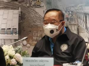 """""""บิ๊กป้อม"""" ลงพื้นที่เชียงใหม่ ช่วยผู้ประสบอุทกภัยพายุซินลากู แก้ปัญหาลำไยส่งออก"""