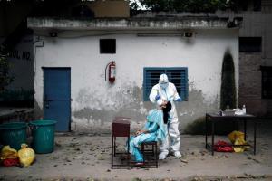 อินเดียติดเชื้อทะลุ 2 ล้านคน หลังผู้ป่วยเพิ่มวันเดียวกว่า 60,000