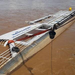 ฝนชุก-น้ำโขงเพิ่ม กระแสน้ำซัดเรือท่องเที่ยวชื่อดังจมริมฝั่งเชียงราย โผล่พ้นน้ำแค่เมตรเดียว