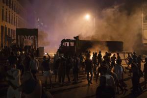 ม็อบปักหลักชุมนุมไล่รัฐบาลเลบานอน จวกยับเป็นต้นตอเหตุระเบิดท่าเรือเบรุต
