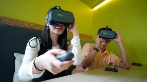 """AIS ร่วมนาดาวฯ พัฒนาคอนเทนต์ VR รับยุค 5G ผ่าน """"บิวกิ้น พีพี สกาย"""""""