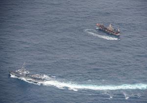 """ทัพเรือเอกวาดอร์ตื่น! เรือประมงจีนหลายร้อยลำโผล่ใกล้ """"กาลาปากอส"""" ส่งกองพันลาดตระเวนจับตาใกล้ชิด"""