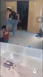 ฉาวว่อน! สาวรุ่นพี่พาพวก 3 คนบุกตบ นร.หญิงอายุ 15 ถึงในบ้านเหตุแย่งผู้ชาย