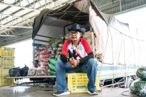 """""""เฮียโจ ระยอง"""" ผู้ซื้อผักรายใหญ่ ตลาดสี่มุมเมือง จากสร้อยทอง 1 เส้นเป็น """"ทุนตั้งต้น"""" เติบใหญ่สู่เจ้าของธุรกิจหลักล้าน"""