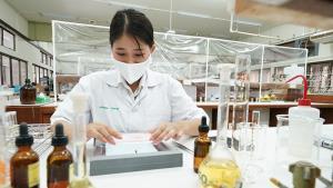 ซัมซุง ร่วมกับเภสัชเคมี ศิลปากร ใช้สมาร์ทโฟนวิเคราะห์ยา