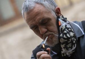 """In Clip: แคว้นในสเปนออกคำสั่ง """"ห้ามสูบบุหรี่ในที่สาธารณะ"""" ป้องกันโควิด-19ระบาด"""