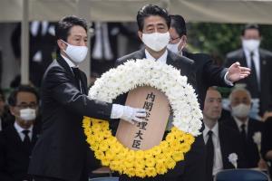 """""""อาเบะ"""" ถูกถล่มใช้สุนทรพจน์ไว้อาลัยเหยื่อปรมาณูฮิโรชิมา-นางาซากิเหมือนกันเปี๊ยบ"""