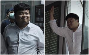 """""""เพนกวิน"""" โผล่หน้าต่างโรงพักสีหน้าระรื่น โว ตร.จับเพราะกลัวข้อเสนอปฏิรูป-ส.ส.เพื่อไทย งัดตำแหน่งขอประกันตัว"""
