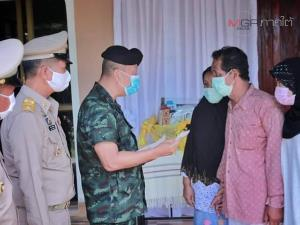 แม่ทัพภาค 4 รุดเยี่ยม จนท.บาดเจ็บจากเหตุยิงปะทะ เดินทางเยี่ยมครอบครัว อส.ทพ.เหยื่อระเบิด