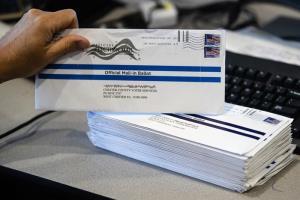 'ทรัมป์'ถูกด่าทำอุบายให้'ไปรษณีย์'ล่าช้า เพื่อบ่อนทำลาย'เลือกตั้งสหรัฐฯที่'ตัวเองทำท่าจะแพ้