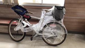 อาสาจราจรเก็บจักรยานปั่นตกกลางถนนฝากตำรวจตามหาเจ้าของ