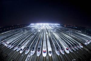 กองทัพรถไฟความเร็วสูงในนครอู่ฮั่น มณฑลหูเป่ย ศูนย์กลางใหญ่การคมนาคมทางรถไฟที่เดินทางออกสู่เมืองต่างๆในจีน (แฟ้มภาพ ซินหวา)