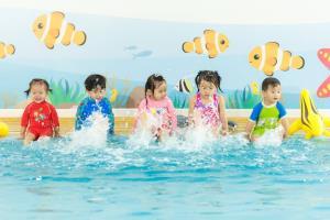 """""""เบบี้สวิมมิ่ง""""ต่อยอดสินค้าแม่และเด็ก โหมแฟรนไชส์รร.สอนว่ายน้ำเด็กทารก"""