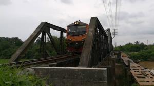 ร.ฟ.ท.รื้อสะพานดำ 2495 ข้ามแควน้อย เปลี่ยนโครงเหล็ก-ไม้หมอน รับหัวจักรใหม่เดินรถสายเหนือ
