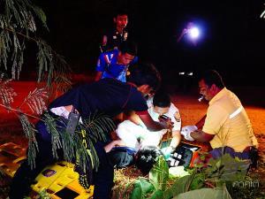 นศ.ซิ่งกระบะกลับจากงานศพ คนขับหลับในรถเสียหลักชนต้นไม้ริมทางเจ็บ 4 ที่พัทลุง